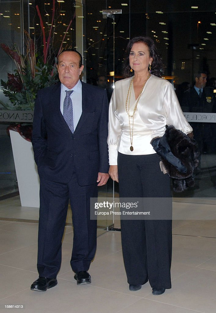 <a gi-track='captionPersonalityLinkClicked' href=/galleries/search?phrase=Curro+Romero&family=editorial&specificpeople=4608750 ng-click='$event.stopPropagation()'>Curro Romero</a> and Carmen Tello attend the Porcelanosa new store opening on December 20, 2012 in Seville, Spain.