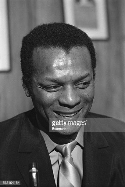 Curt Flood former outfielder for the St Louis Cardinals said 3/5 he does not really expect to play professional baseball again Flood said I dont...