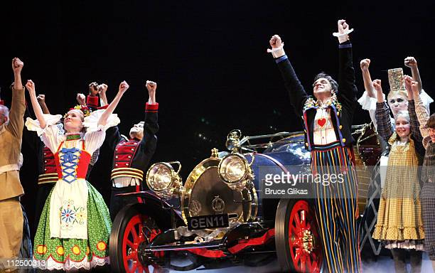 Curtain Call with Erin Dilly and Raul Esparza with The Cast and Car