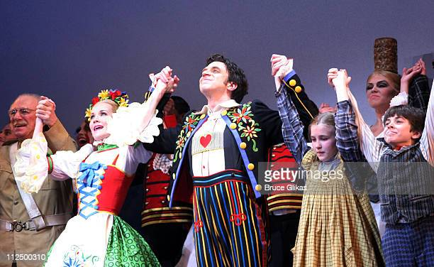 Curtain Call with Philip Bosco Erin Dilly Raul Esparza Ellen Marlo and Henry Hodges