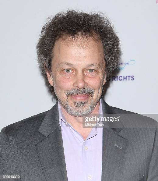how tall is curtis armstrong