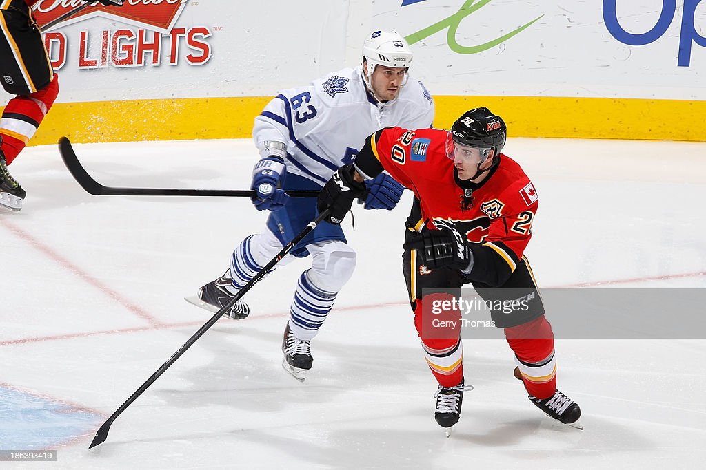 <a gi-track='captionPersonalityLinkClicked' href=/galleries/search?phrase=Curtis+Glencross&family=editorial&specificpeople=2190970 ng-click='$event.stopPropagation()'>Curtis Glencross</a> #20 of the Calgary Flames skates against Dave Bolland #63 of the Toronto Maple Leafs at Scotiabank Saddledome on October 30, 2013 in Calgary, Alberta, Canada.