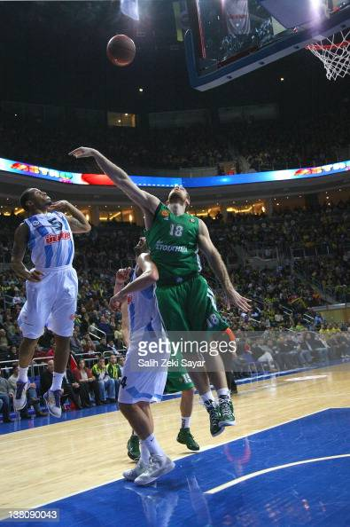 Curtis Jerrells #5 of Fenerbahce Ulker competes with Romain Sato #10 of Panathinaikos during the 20112012 Turkish Airlines Euroleague TOP 16 Game Day...
