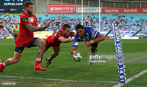 Curtis Rona of the Bulldogs scores a try during the round 13 NRL match between the Canterbury Bulldogs and the St George Illawarra Dragons at ANZ...