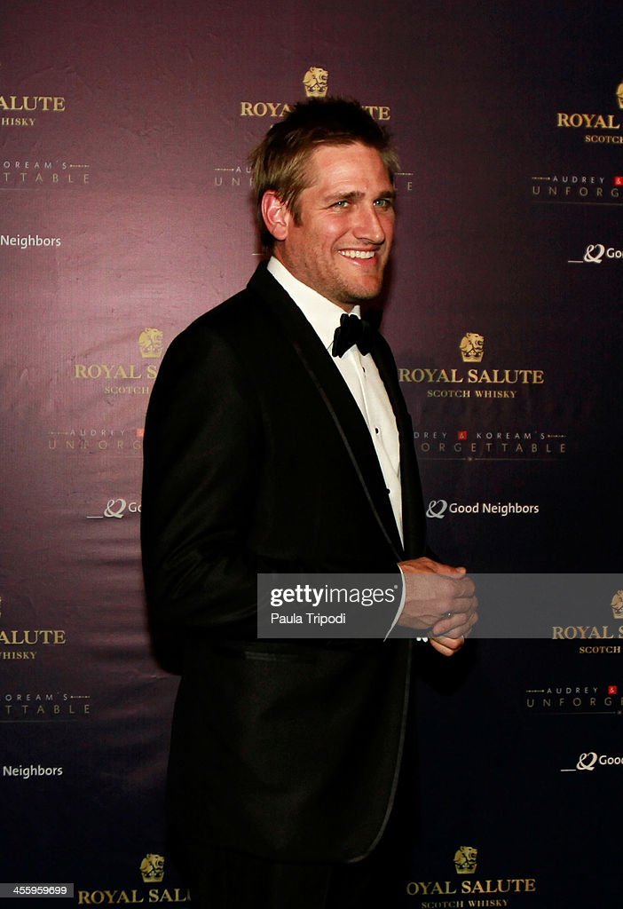 <a gi-track='captionPersonalityLinkClicked' href=/galleries/search?phrase=Curtis+Stone&family=editorial&specificpeople=215291 ng-click='$event.stopPropagation()'>Curtis Stone</a> arrives at Park Plaza on December 7, 2013 in Los Angeles, California.