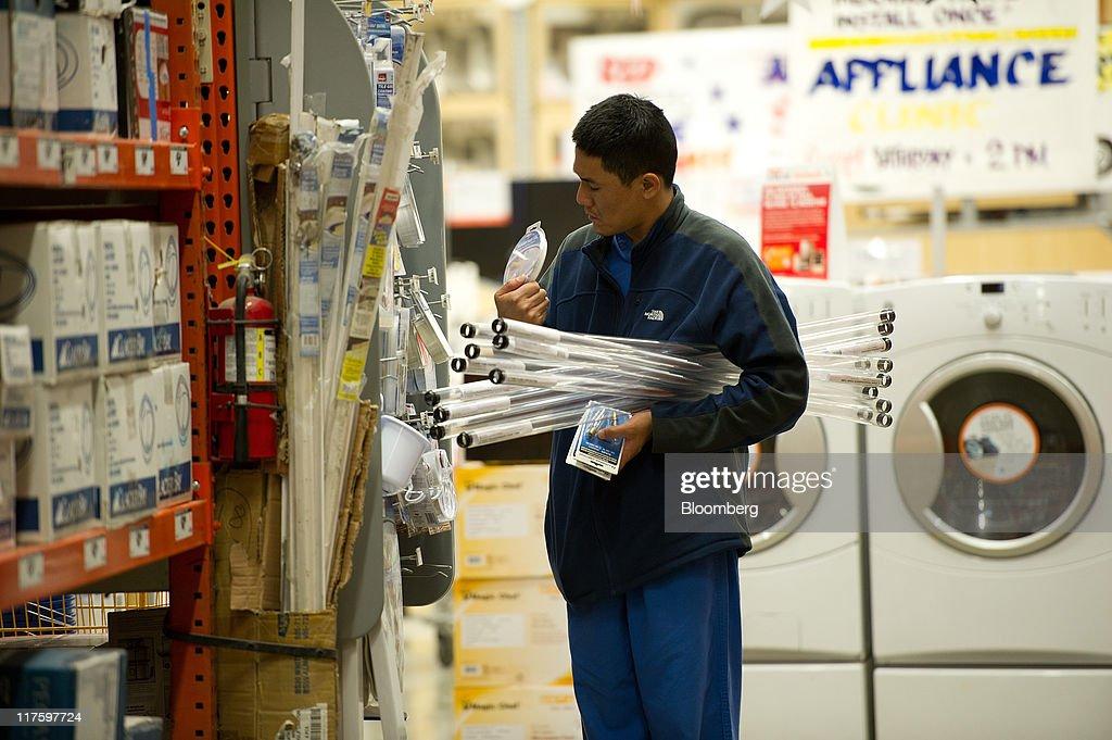 Home Depot Profit Meets Analysts Estimates on Cost Cuts Photos