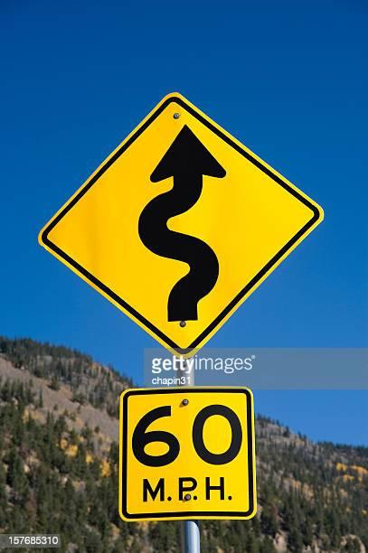 Curve nähern Street Sign