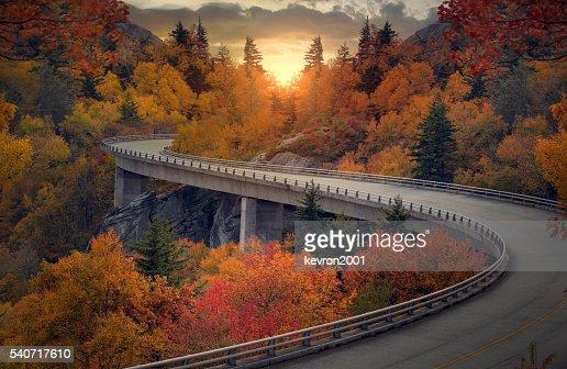 Curvy autunno strada : Foto stock