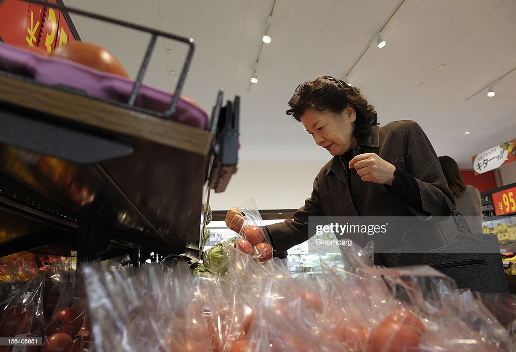 A customer browses tomatoes in a Seiyu GK supermarket in Tokyo, Japan, on Wednesday, Nov. 14, 2012. Seiyu GK is a unit of Wal-Mart Stores Inc. Photographer: Akio Kon/Bloomberg via Getty Images