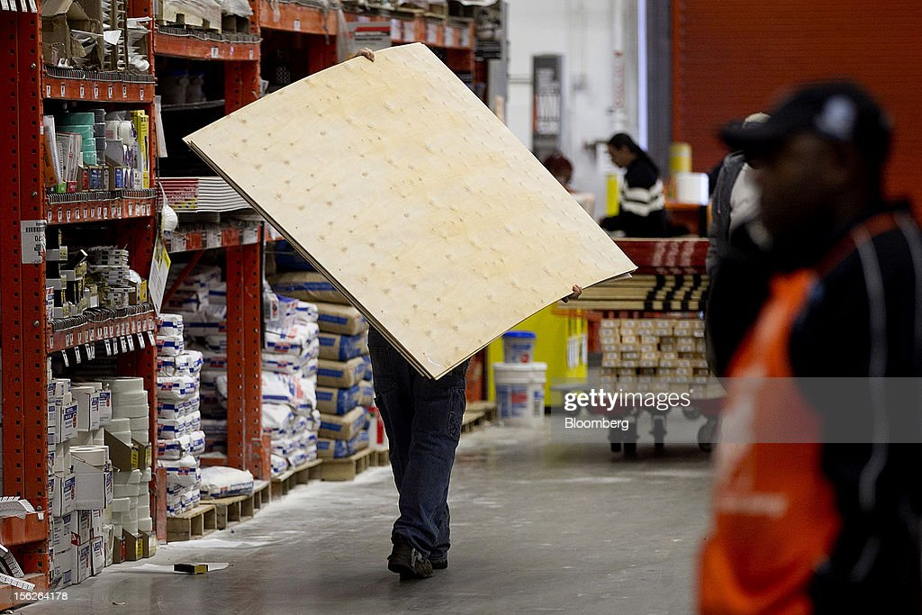 A customer carries plywood through a Home Depot Inc. store in Washington, D.C., U.S., on Monday, Nov. 12, 2012. Home Depot Inc. is scheduled to release earnings data on Nov. 13. Photographer: Andrew Harrer/Bloomberg via Getty Images