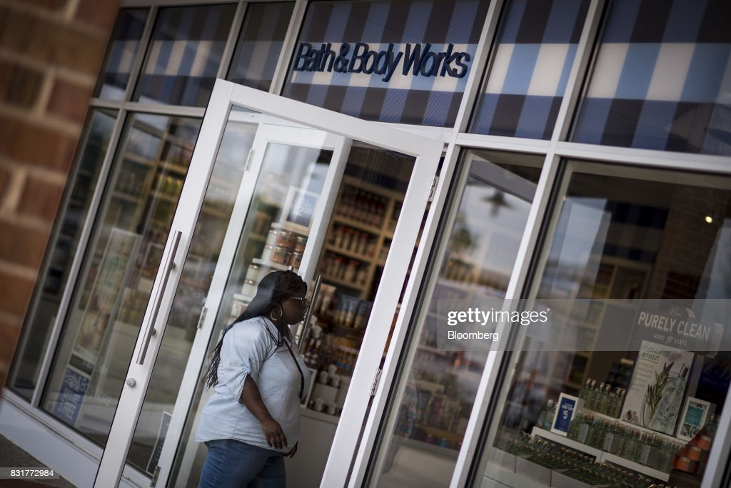 A customer enters a Bath & Body Works LLC store, a subsidiary of L Brands Inc., in Chicago, Illinois, U.S., on Monday, Aug. 14, 2017. L Brands Inc. is scheduled to release earnings figures on August 16. Photographer: Christopher Dilts/Bloomberg via Getty Images