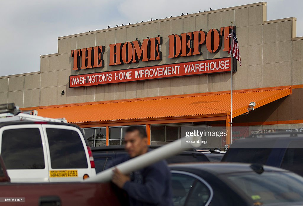 A customer loads purchases into his truck outside of a Home Depot Inc. store in Washington, D.C., U.S., on Monday, Nov. 12, 2012. Home Depot Inc. is scheduled to release earnings data on Nov. 13. Photographer: Andrew Harrer/Bloomberg via Getty Images