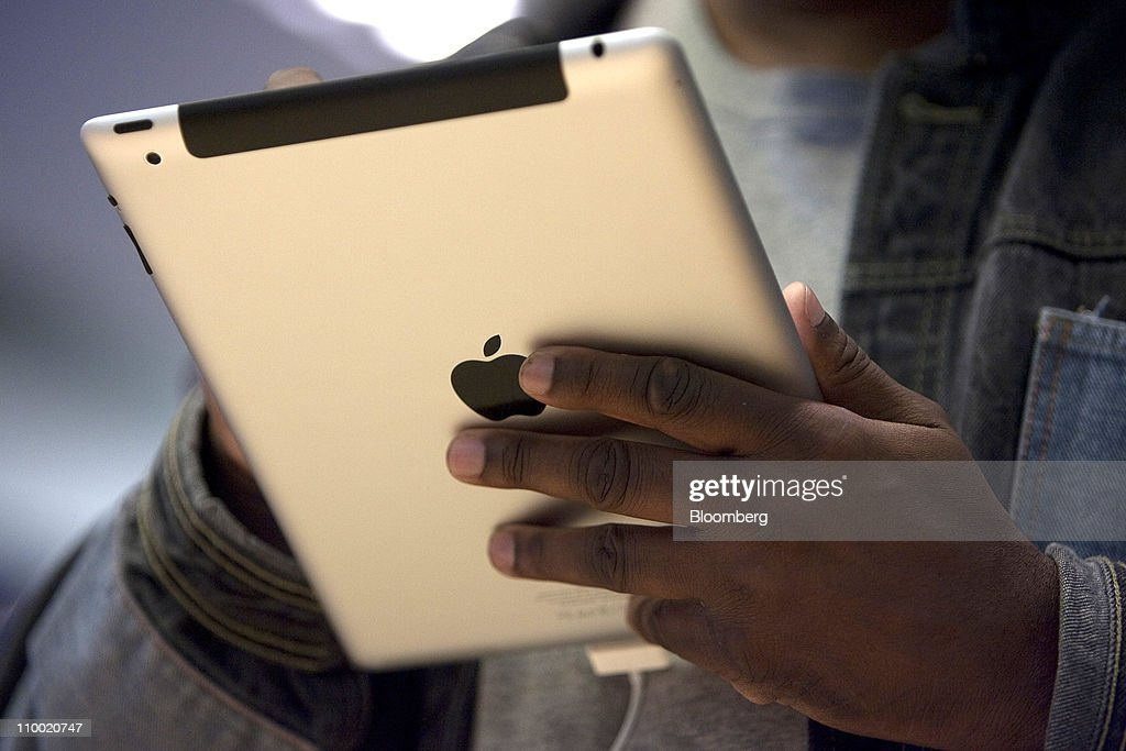 A customer looks over Apple Inc.'s iPad 2 at the Apple store in San Francisco, U.S., on Friday, March 11, 2011. Apple may sell 600,000 of the second version of the iPad when it debuts this weekend, extending the device's lead in a crowding market. Photographer: David Paul Morris/Bloomberg via Getty Images
