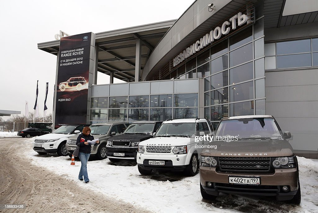 A customer passes Range Rover automobiles used for test drives, parked on the forecourt of an independent auto showroom in Moscow, Russia, on Friday, Dec. 28, 2012. Tata Motors Ltd.'s Jaguar Land Rover luxury unit signed a letter of intent with Saudi Arabia's government to study the feasibility of setting up a factory to build its models locally. Photographer: Andrey Rudakov/Bloomberg via Getty Images
