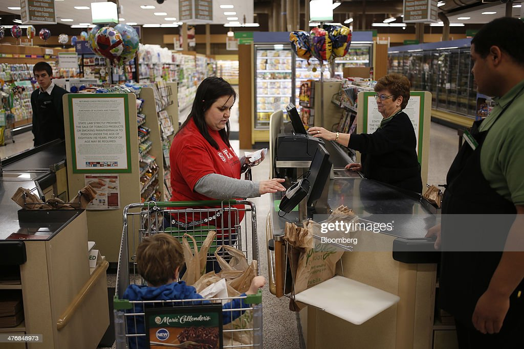 A customer pays for her purchases at a Publix Super Markets Inc. grocery store in Knoxville, Tennessee, U.S., on Wednesday, March 5, 2014. Publix's sales for the fourth quarter of 2013, were $7.4billion, a 5.3 percent increase from last year's $7.0 billion. Photographer: Luke Sharrett/Bloomberg via Getty Images