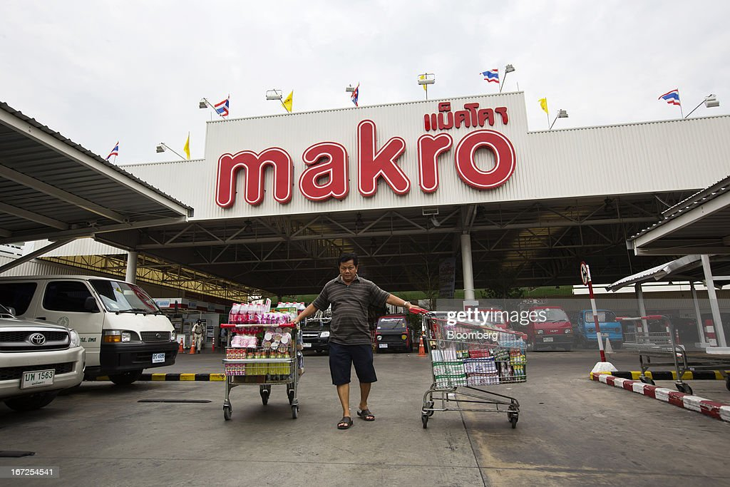 A customer pulls shopping carts full of groceries outside a Makro store, operated by Siam Makro Pcl, in Bangkok, Thailand, on Tuesday, April 23, 2013. Billionaire Dhanin Chearavanont's CP All Pcl, Thailand's 7-Eleven chain, offered to pay about $6.6 billion for discount retailer Siam Makro Pcl in the biggest takeover announced in Asia this year. Photographer: Brent Lewin/Bloomberg via Getty Images