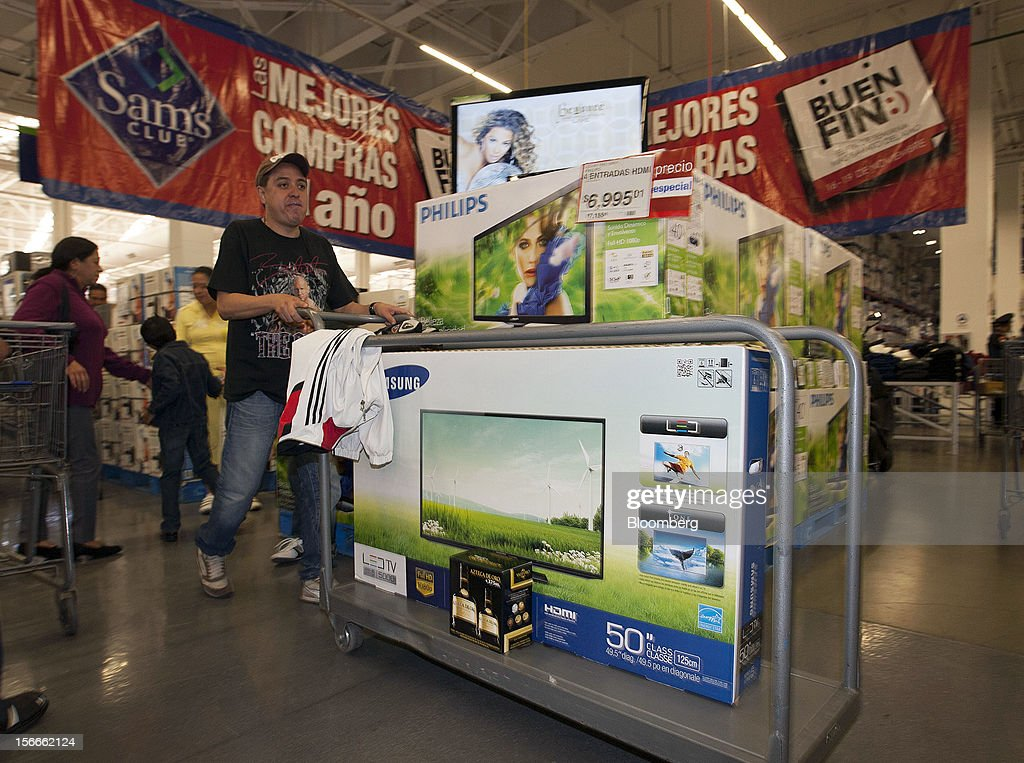 A customer pushes A Samsung Electronics Co. Ltd 50 inch LED television to the cash register inside a Sam's Club store in Mexico City, Mexico on Saturday, Nov. 17, 2012. El Buen Fin, Mexico's equivalent of Black Friday, when the year's biggest discounts are offered by participating stores, is held on the third weekend of November and will run through Nov. 19. Photographer: Susana Gonzalez/Bloomberg via Getty Images