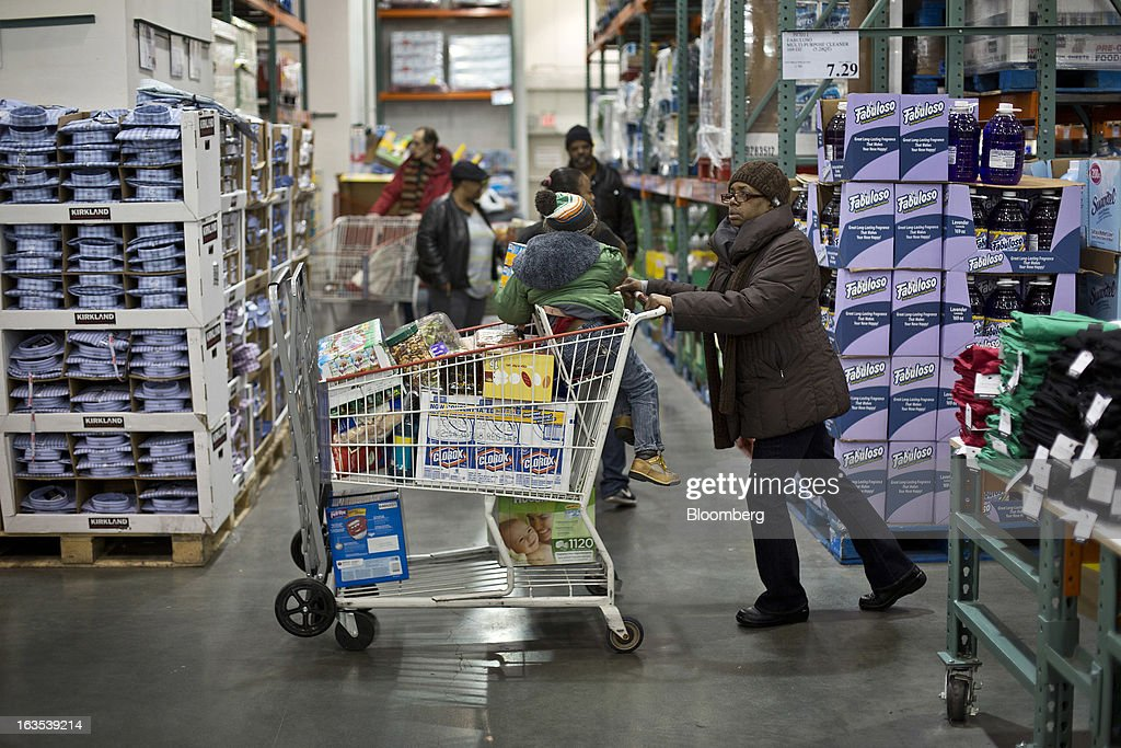 A customer pushes a shopping cart at a Costco Wholesale Corp. store in New York, U.S., on Monday, March 11, 2013. Costco is expected to release quarterly earnings results on March 12. Photographer: Victor J. Blue/Bloomberg via Getty Images