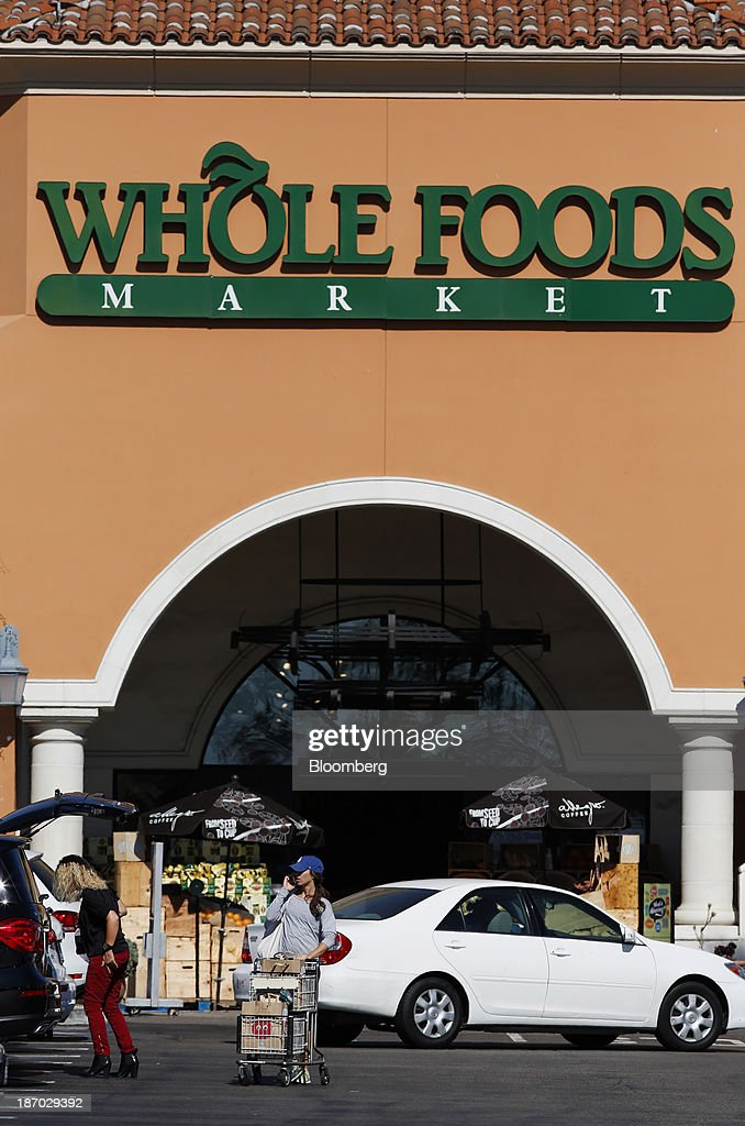 A customer pushes a shopping cart outside of a Whole Foods Market Inc. location in El Segundo, California, U.S., on Tuesday, Nov. 5, 2013. Whole Foods Market Inc. is scheduled to release earnings figures on Nov. 6. Photographer: Patrick T. Fallon/Bloomberg via Getty Images