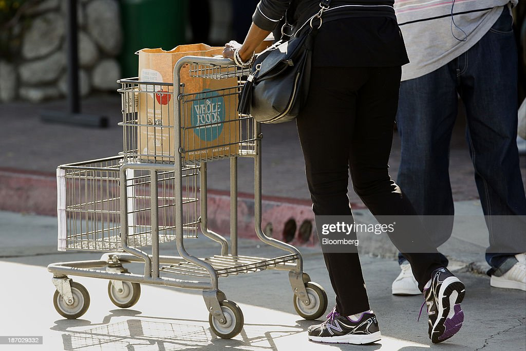 A customer pushes a shopping cart outside outside of a Whole Foods Market Inc. location in Redondo Beach, California, U.S., on Tuesday, Nov. 5, 2013. Whole Foods Market Inc. is scheduled to release earnings figures on Nov. 6. Photographer: Patrick T. Fallon/Bloomberg via Getty Images