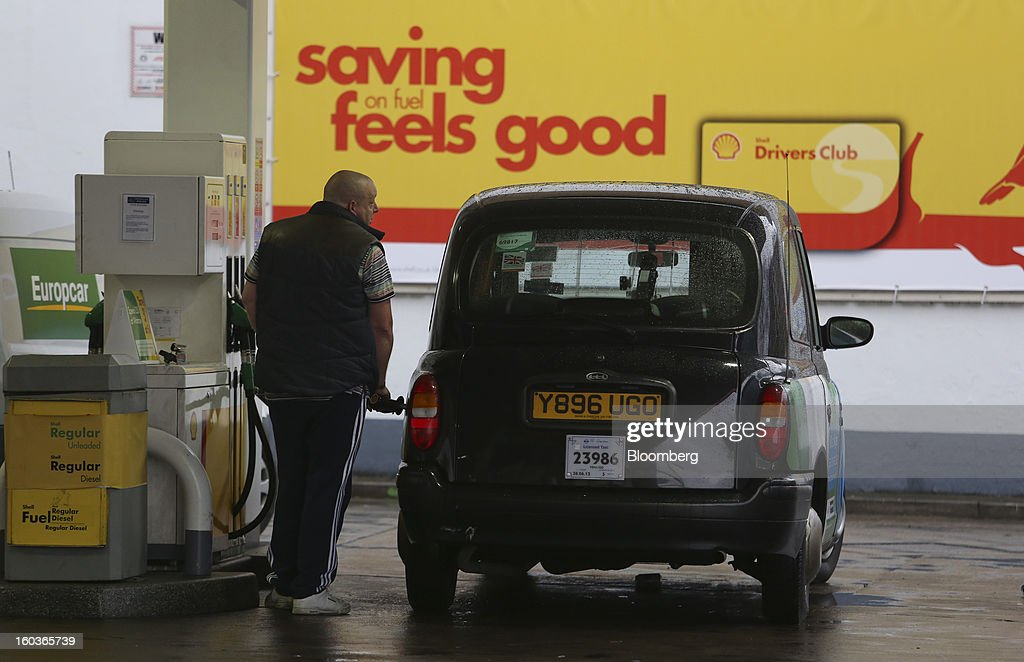 A customer refuel his London taxi, manufactured by Manganese Bronze, at a Royal Dutch Shell Plc gas station in London, U.K., on Tuesday, Jan. 29, 2013. Oil traded near the highest level in four months ahead of a Federal Reserve policy statement that may signal the U.S. central bank will take additional steps to stimulate the economy. Photographer: Chris Ratcliffe/Bloomberg via Getty Images