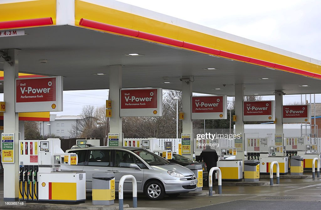 A customer refuels his vehicle at a Royal Dutch Shell Plc gas station in London, U.K., on Tuesday, Jan. 29, 2013. Oil traded near the highest level in four months ahead of a Federal Reserve policy statement that may signal the U.S. central bank will take additional steps to stimulate the economy. Photographer: Chris Ratcliffe/Bloomberg via Getty Images