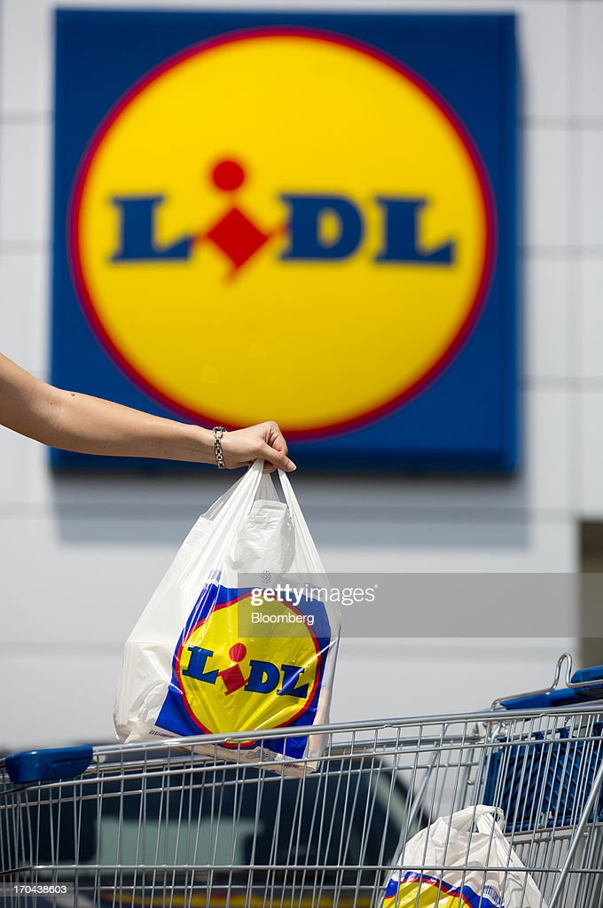 A customer removes her purchases from a shopping cart outside a Lidl discount supermarket store, operated by Schwarz Group, in Prague, Czech Republic, on Thursday, June 13, 2013. Ahold and Tesco are tied as the Czech Republic's third-largest grocer by revenue behind Lidl discount store owner Schwarz Group and Rewe AV, which owns the Billa supermarkets, according to Krakow, Poland-based market researcher PMR. Photographer: Martin Divisek/Bloomberg via Getty Images