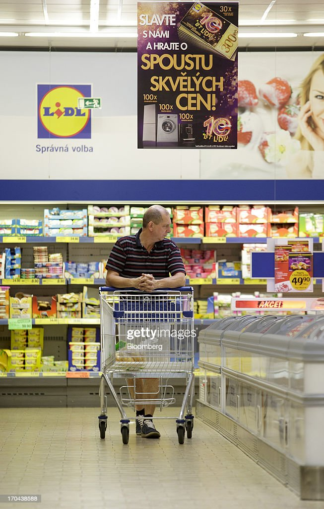 A customer shops with a shopping cart inside a Lidl discount supermarket store, operated by Schwarz Group, in Prague, Czech Republic, on Thursday, June 13, 2013. Ahold and Tesco are tied as the Czech Republic's third-largest grocer by revenue behind Lidl discount store owner Schwarz Group and Rewe AV, which owns the Billa supermarkets, according to Krakow, Poland-based market researcher PMR. Photographer: Martin Divisek/Bloomberg via Getty Images