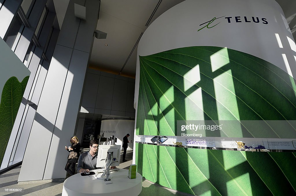 A customer uses a computer at a Telus Corp. learning center and store in Toronto, Ontario, Canada, on Wednesday, Feb. 13, 2013. Telus Corp. is scheduled to release earnings data on Feb. 15. Photographer: Aaron Harris/Bloomberg via Getty Images