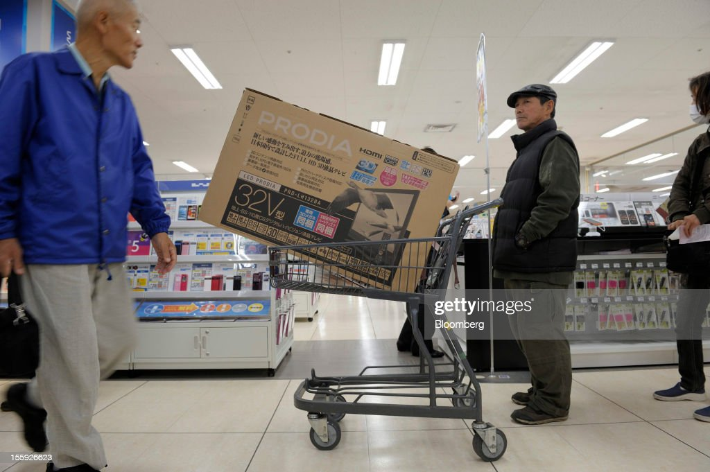 A customer waits in a check out line in an Aeon Co. shopping center in Tokyo, Japan, on Friday, Nov. 9, 2012. Aeon Co. is Japan's largest supermarket operator. Photographer: Akio Kon/Bloomberg via Getty Images