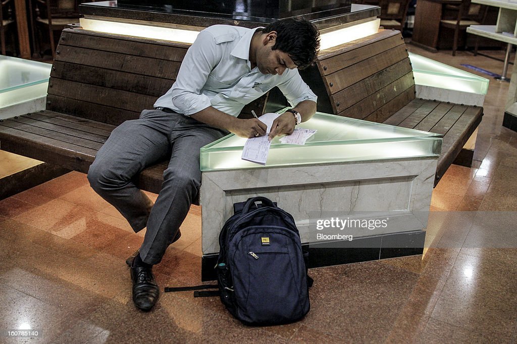 A customer writes on a cheque deposit slip at a HDFC Bank Ltd. bank branch in Mumbai, India, on Friday, Feb. 1, 2013. HDFC Bank, India's second-largest lender by market value, is seeking to expand in the rural market of the world's second-most populated nation to bolster profits as competition in its cities intensifies. Photographer: Dhiraj Singh/Bloomberg via Getty Images