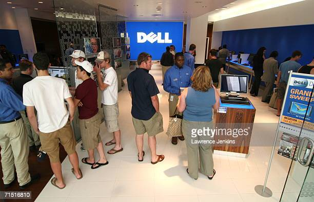 Customers browse Dell's new store in North Park Mall July 25 2006 in Dallas Texas The Dell Direct Store and another scheduled to open in Nyack New...