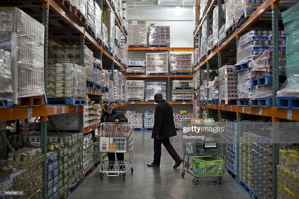 Customers browse products down an aisle at a Costco Wholesale Corp. store in New York, U.S., on Monday, March 11, 2013. Costco is expected to release quarterly earnings results on March 12. Photographer: Victor J. Blue/Bloomberg via Getty Images
