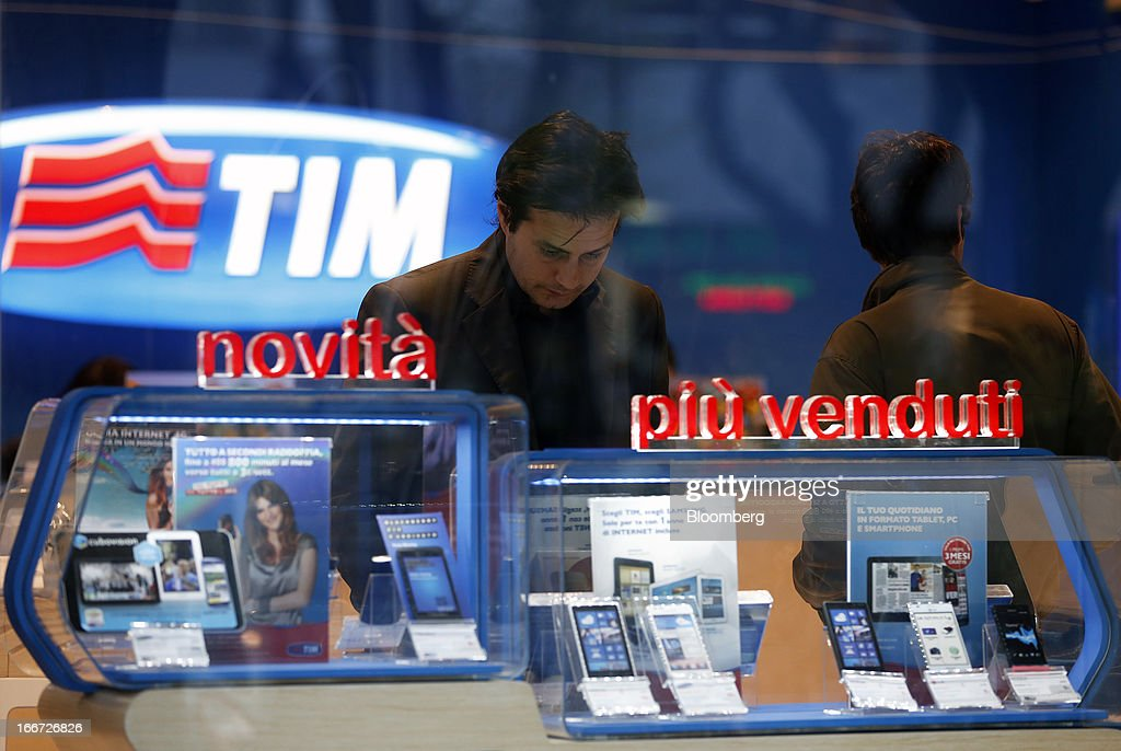 Customers browse smartphones displayed inside a TIM store, the mobile phone unit of Telecom Italia SpA in Rome, Italy, on Monday, April 15, 2013. Telecom Italia SpA, which received approval from its board to pursue a possible merger with Hutchison Whampoa Ltd.'s Italian business 3 Italia, said billionaire Li Ka-shing's company would want control of any combined entity. Photographer Alessia Pierdomenico/Bloomberg via Getty Images