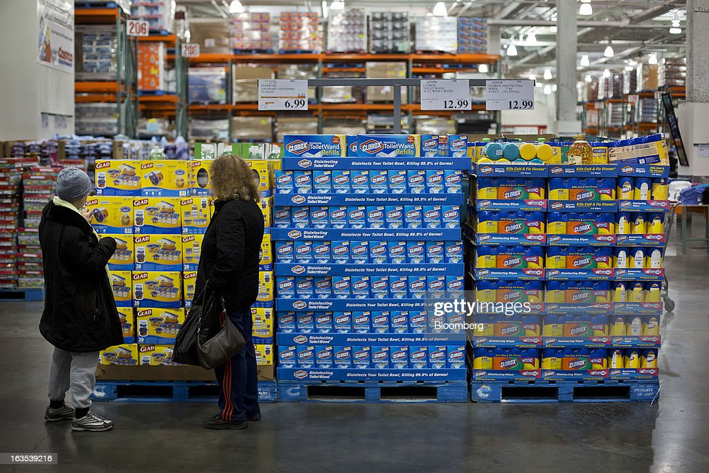 Customers browses boxes of Glad products at a Costco Wholesale Corp. store in New York, U.S., on Monday, March 11, 2013. Costco is expected to release quarterly earnings results on March 12. Photographer: Victor J. Blue/Bloomberg via Getty Images