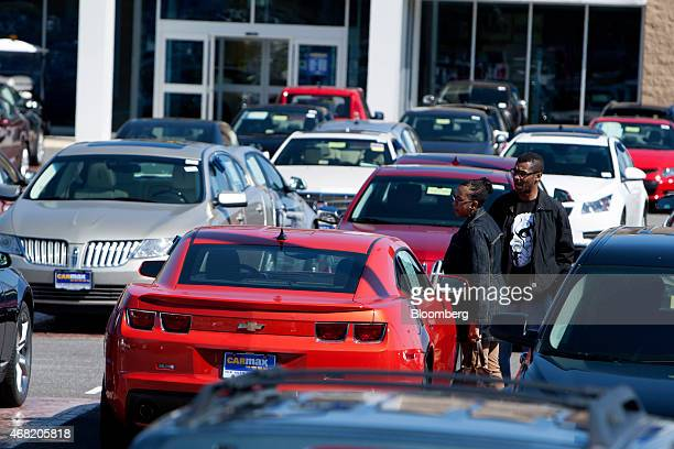 Customers check out a vehicle on the sales lot at a CarMax Inc dealership in Brandywine Maryland US on Sunday March 29 2015 CarMax Inc is expected to...