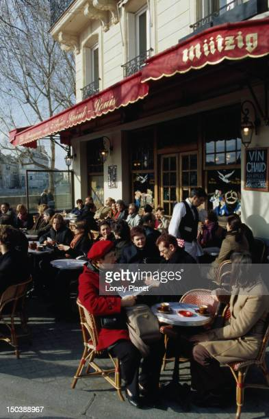Customers dining al fresco at La Brasserie de l'Ile St-Louis.