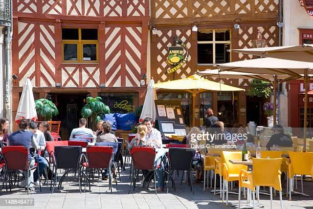 Customers eating lunch at Restaurant Amour de Pomme de Terre in Rue Rallier du Baty.