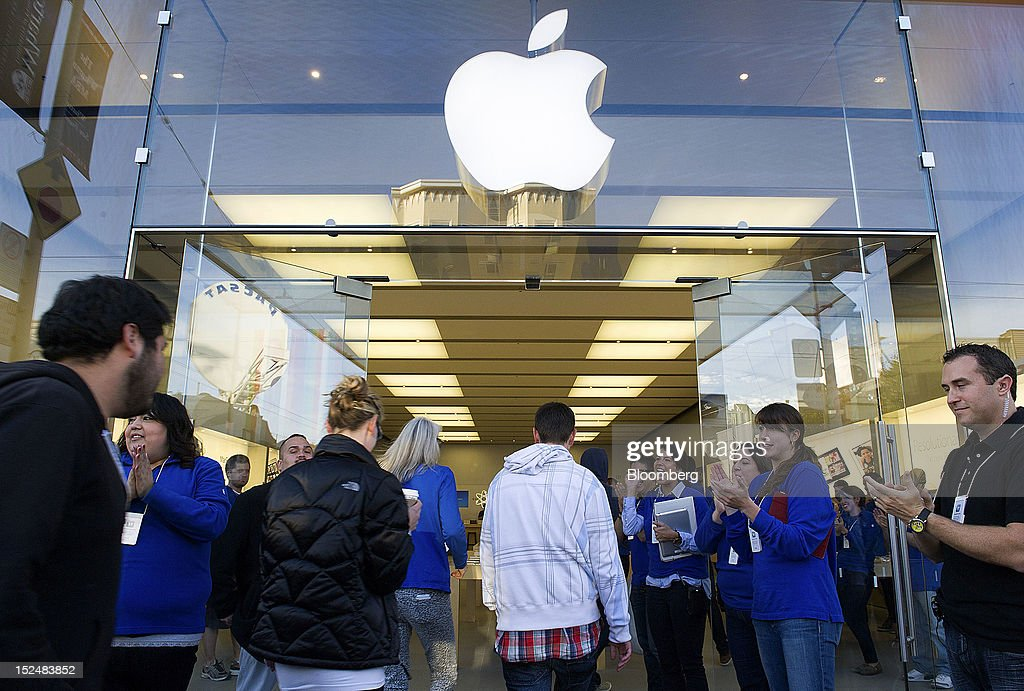 Customers enter an Apple Inc. store to buy the new iPhone 5 in San Francisco, California, U.S., on Friday, Sept. 21, 2012. Apple Inc. is poised for a record iPhone 5 debut and may not be able to keep up with demand as customers lined up in Sydney, Tokyo, Paris and New York to pick up the latest model of its top-selling product. Photographer: David Paul Morris/Bloomberg via Getty Images