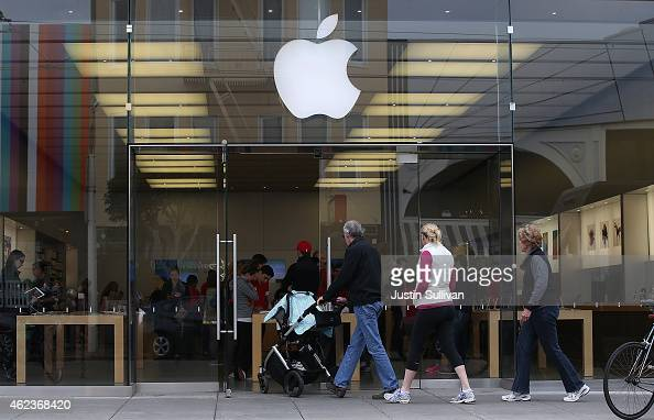Customers enter an Apple Store on January 27 2015 in San Francisco California Apple Inc reported huge first quarter earnings with revenue of $746...