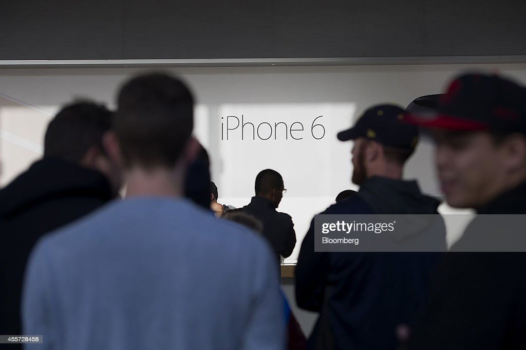 Customers enter the Apple Inc. store during the sales launch for the iPhone 6 and iPhone 6 Plus in Palo Alto, California, U.S., on Friday, Sept. 19, 2014. Apple Inc.'s stores attracted long lines of shoppers for the debut of the latest iPhones, indicating healthy demand for the bigger-screen smartphones. The larger iPhone 6 Plus is already selling out at some stores across the U.S. Photographer: David Paul Morris/Bloomberg via Getty Images