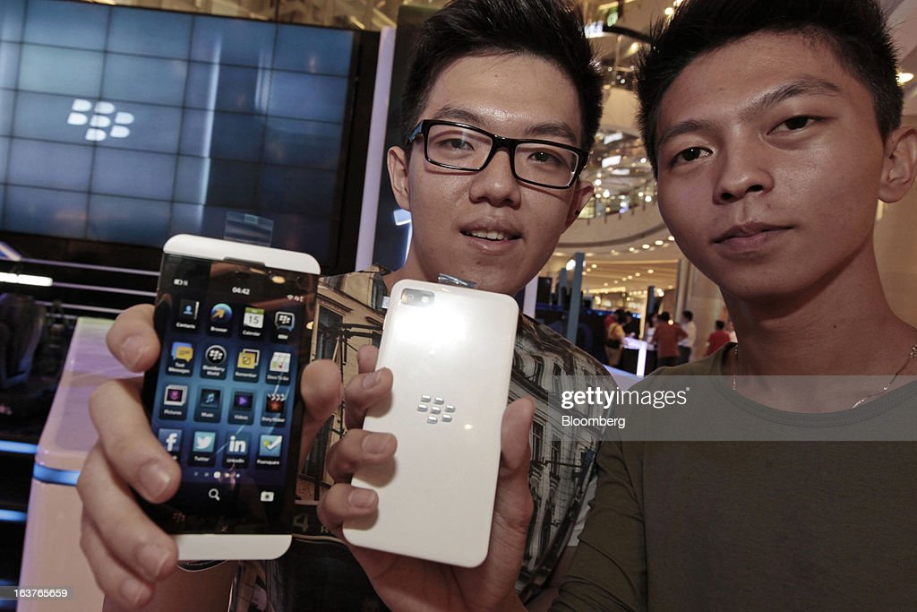Customers hold BlackBerry Z10 smartphones for a photograph during the consumer launch of the device at the Central Park Mall in Jakarta, Indonesia, on Friday, March 15, 2013. BlackBerry, the Canadian smartphone maker that rolled out a new lineup in January, said one of its 'established partners' is buying 1 million BlackBerry 10 phones, the biggest order in the company's history. Photographer: Dimas Ardian/Bloomberg via Getty Images