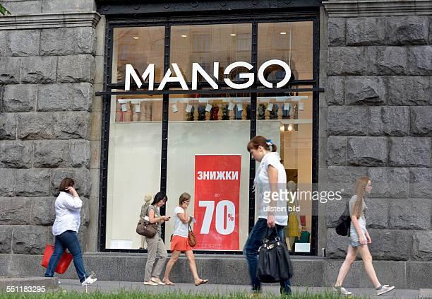 Customers in front of a Mango store on Kreschtschatyk Street