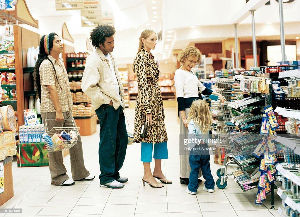 Customers in supermarket queue : Stock Photo