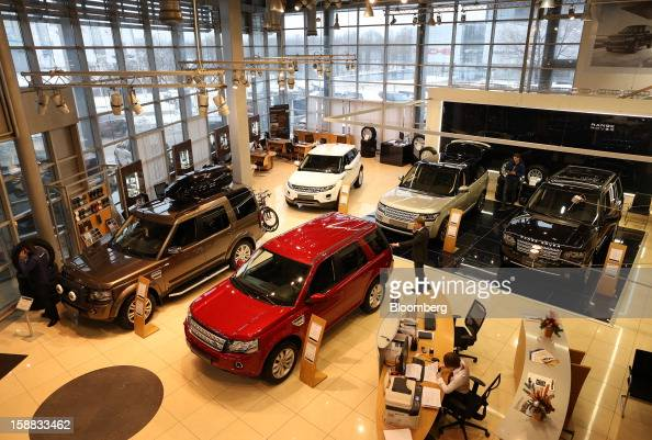 Customers inspect Range Rover automobiles on display in an independent auto showroom in Moscow Russia on Friday Dec 28 2012 Tata Motors Ltd's Jaguar...
