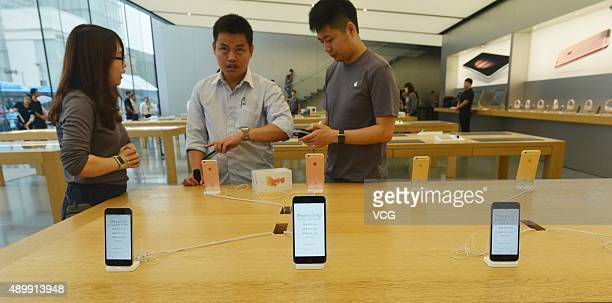Customers inspect the new Apple iPhone 6s at an Apple store on September 25 2015 in Hangzhou China Apple launched the new iPhone 6s and iPhone 6s...