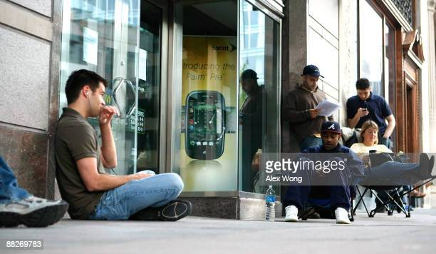 Customers line up in front of a Sprint store for purchasing the new Palm Pre smartphone June 6 2009 in Washington DC The latest release from Palm Inc...