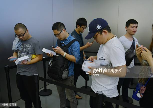 Customers line up to buy the new Apple iPhone 6s at an Apple store on September 25 2015 in Hangzhou China Apple launched the new iPhone 6s and iPhone...