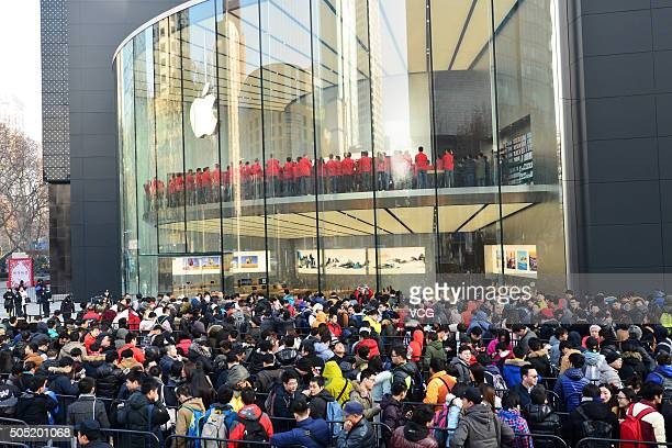 Customers line up to enter a newopened Apple Store as Nanjing opens second Apple Store on January 16 2016 in Nanjing Jiangsu Province of China Apple...