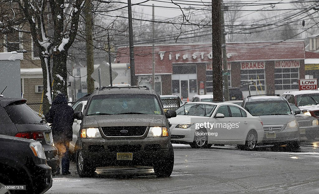 Customers line up to fill up fuel tanks at a gas station in Vauxhall, New Jersey, U.S., on Friday, Feb. 8, 2013. The New England cities are expected to receive more than 2 feet of snow by the time Winter Storm Nemo moves out tomorrow night, according to the weather service. Photographer: Jeff Zelevansky/Bloomberg via Getty Images